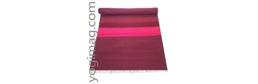 tapis carpette de yoga pour pratiquer au sol esprit tapis yoga yogimag yogimag. Black Bedroom Furniture Sets. Home Design Ideas