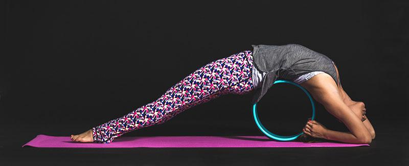 Choisir sa yoga wheel - roue de yoga avec Yogimag