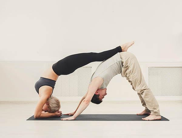 Comparaison des styles de yoga avec yogimag