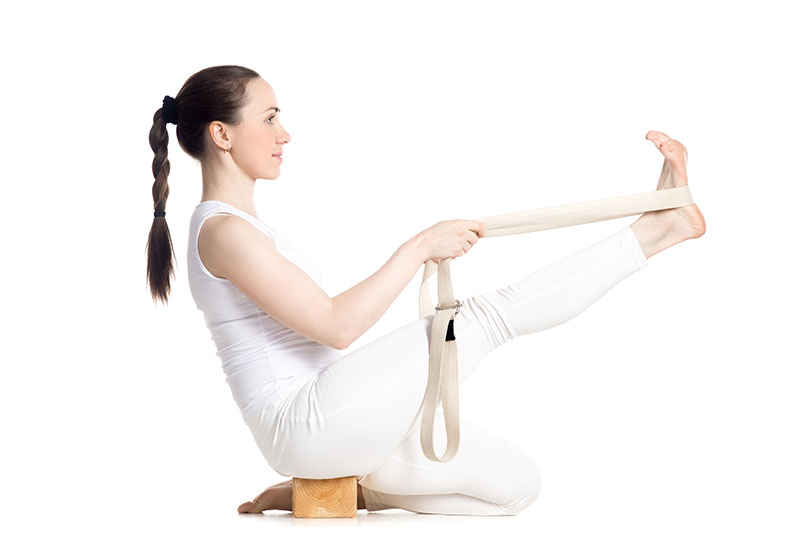 Postures de yoga avec accessoires de yoga iyengar