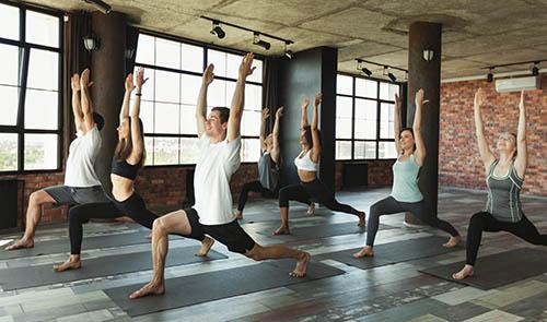 Choisir son tapis de yoga antidérapant avec Yogimag