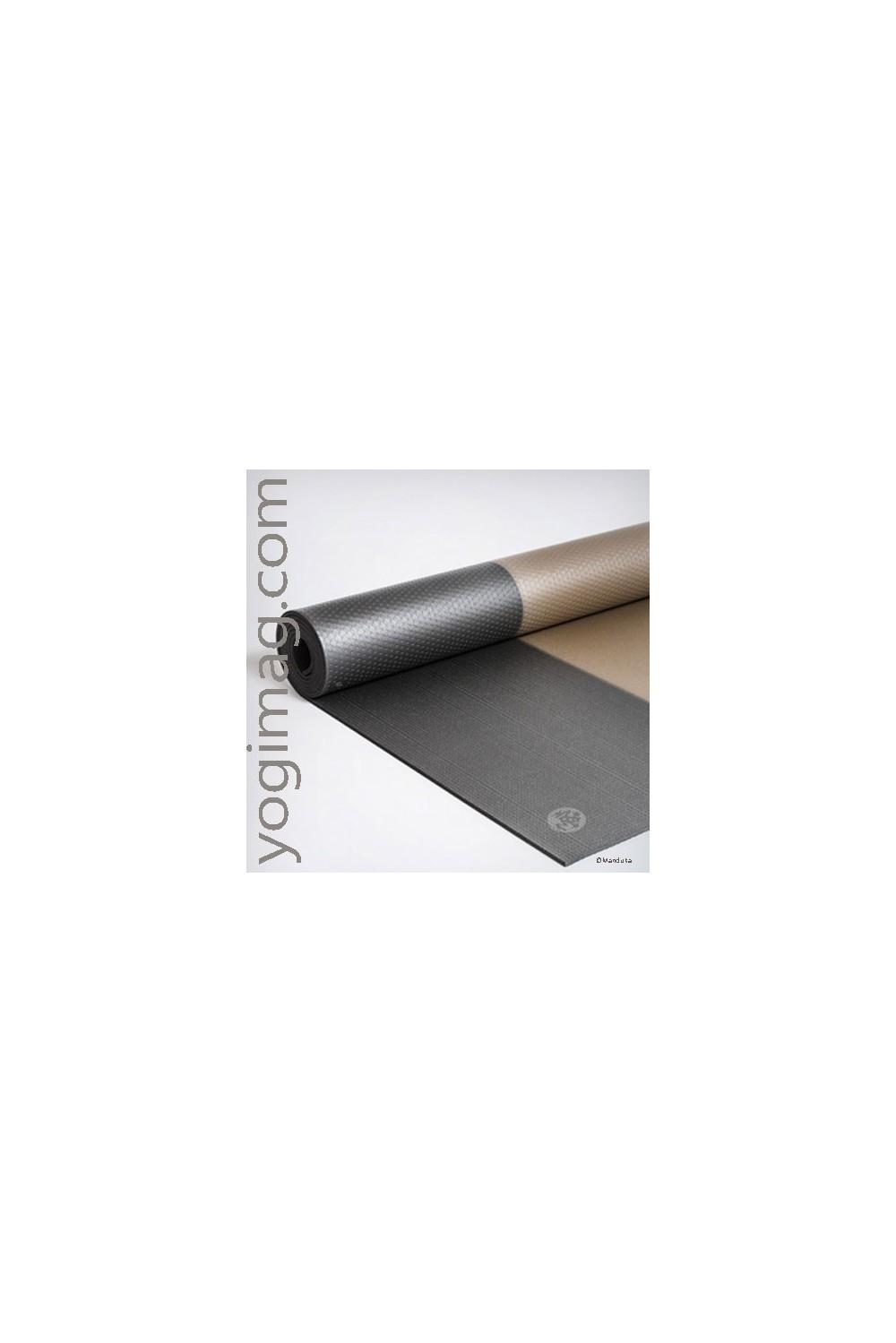 tapis de yoga manduka sp cial ashtanga vinyasa bikram yogimag. Black Bedroom Furniture Sets. Home Design Ideas